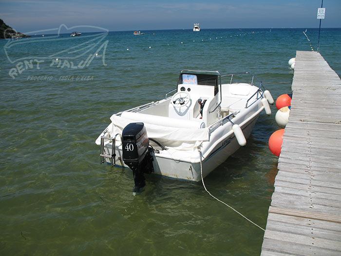Elba noleggio barche Arkos 507 ormeggiata a pontile