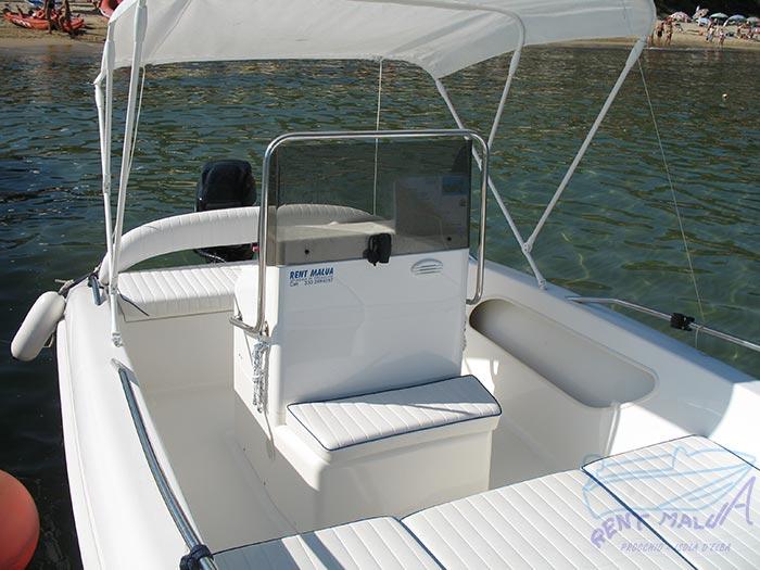 Elba noleggio barca arkos 537 console con seduta lato prua