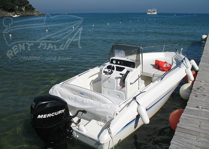Elba noleggio barca arkos 537 ormeggiata al pontile