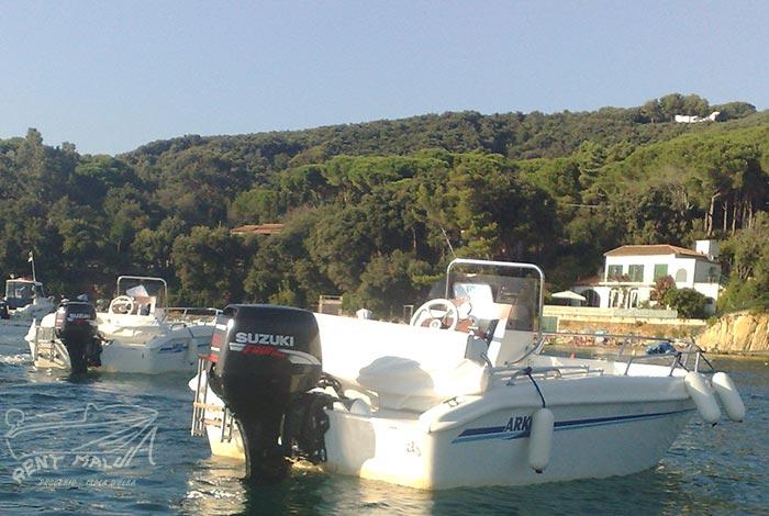 Elba noleggio barche Arkos 487 ormeggiata alla Guardiola
