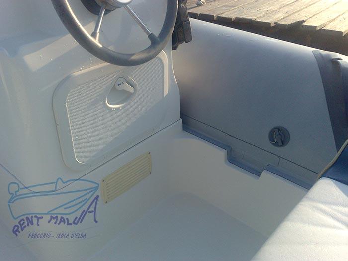 Elba noleggio gommone Bwa console di guida con volante
