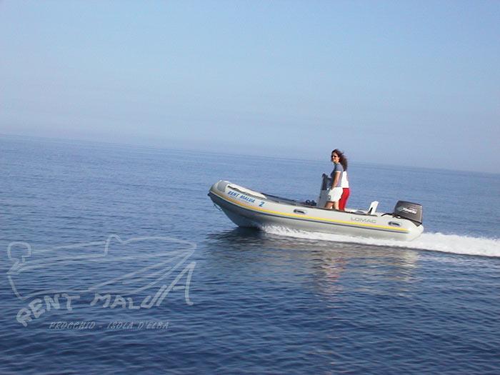 Elba noleggio gommone in navigazione